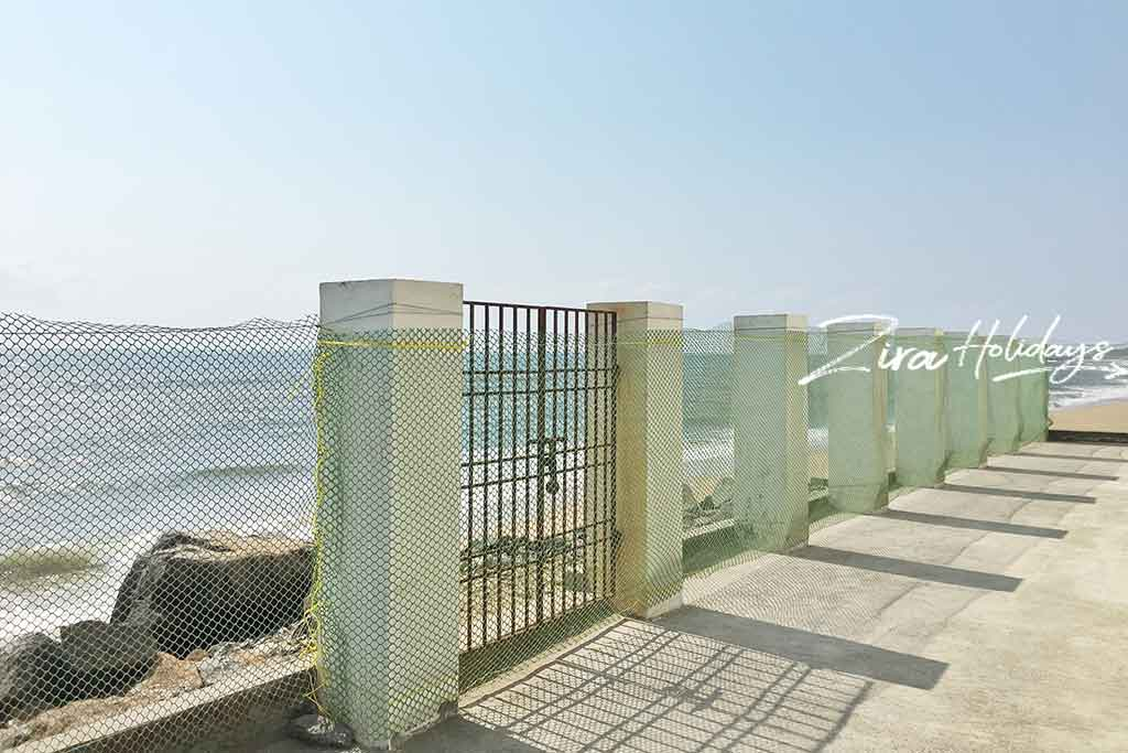 sea front beach house for rent in ecr
