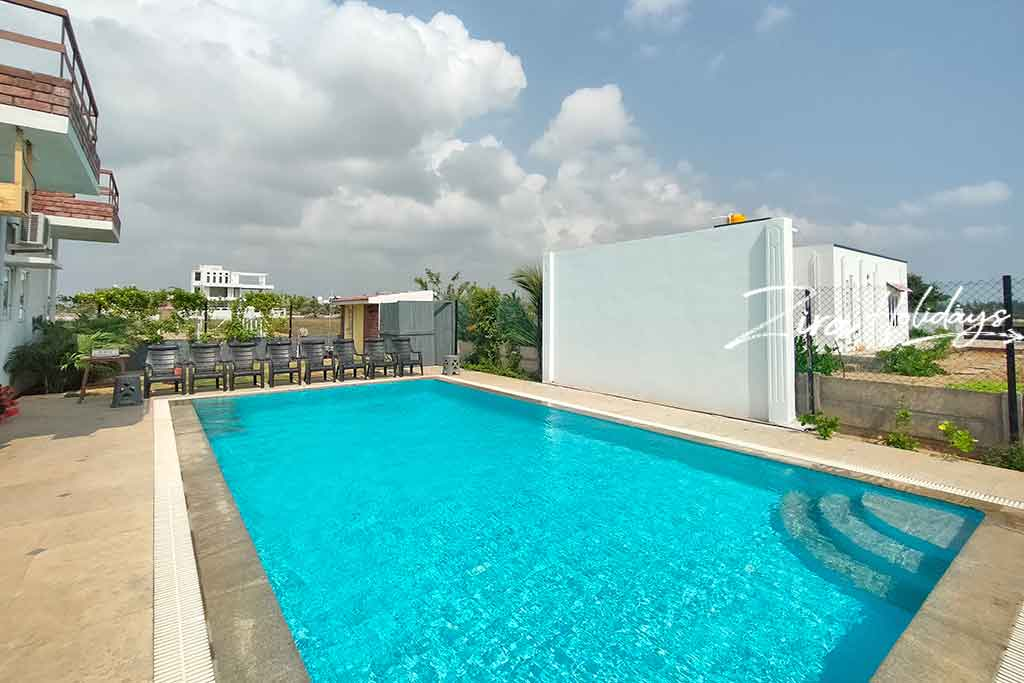 light house beach house in ecr for rent