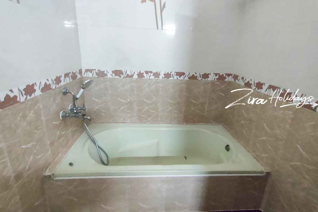 aura villa ecr bathtub