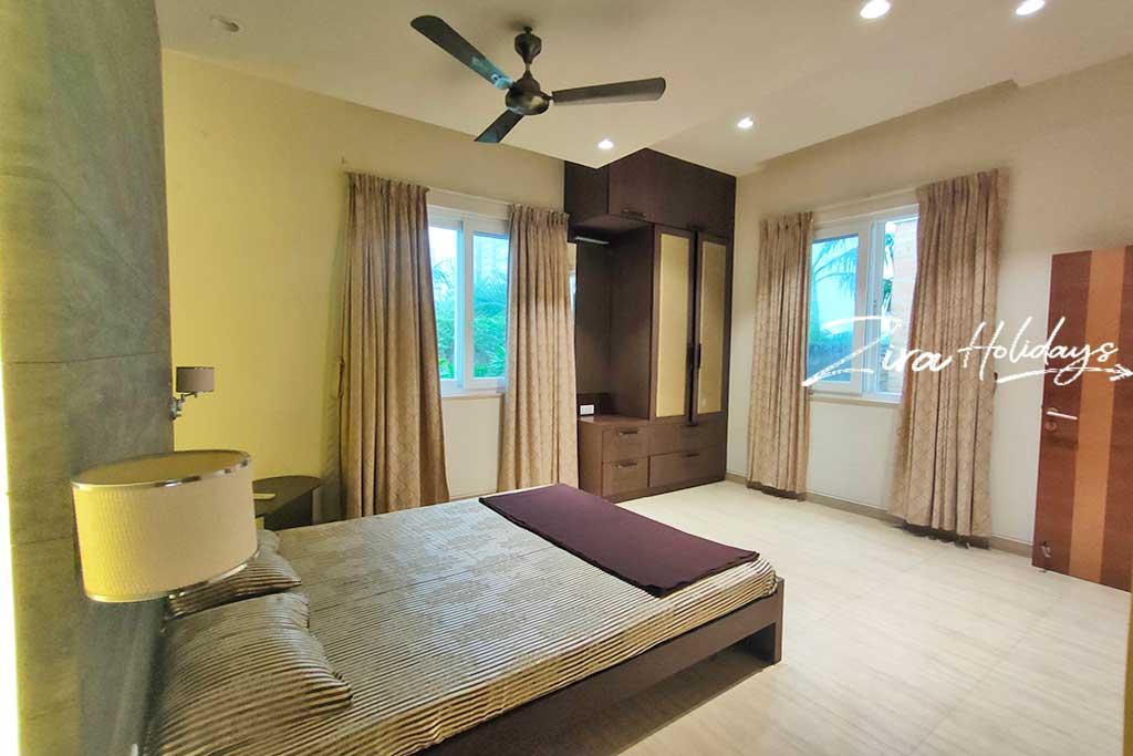 ezeestays beach villa at ecr for hire