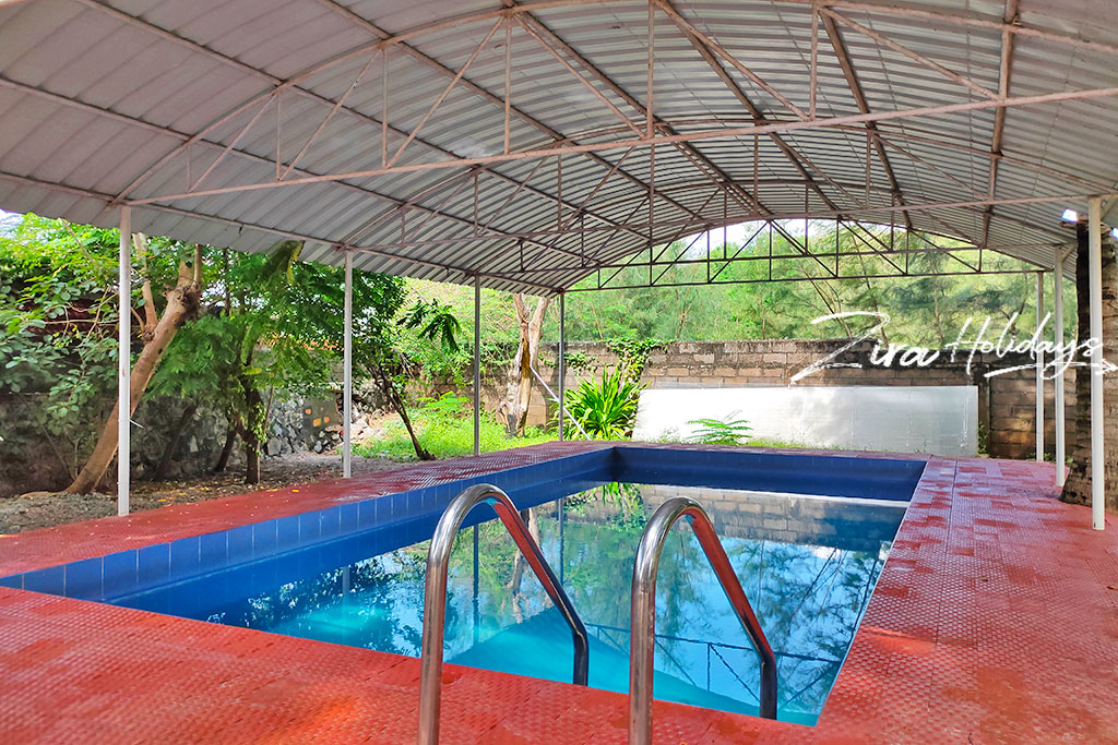 farm house with swimming pool in ecr