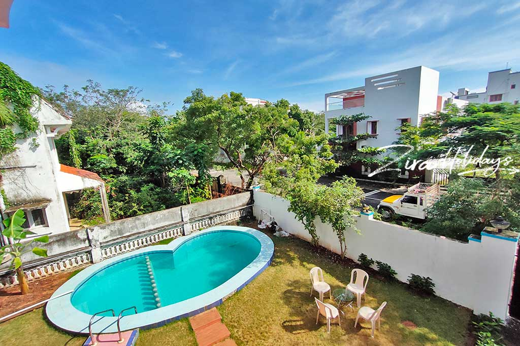 gkr beach house for hire in ecr