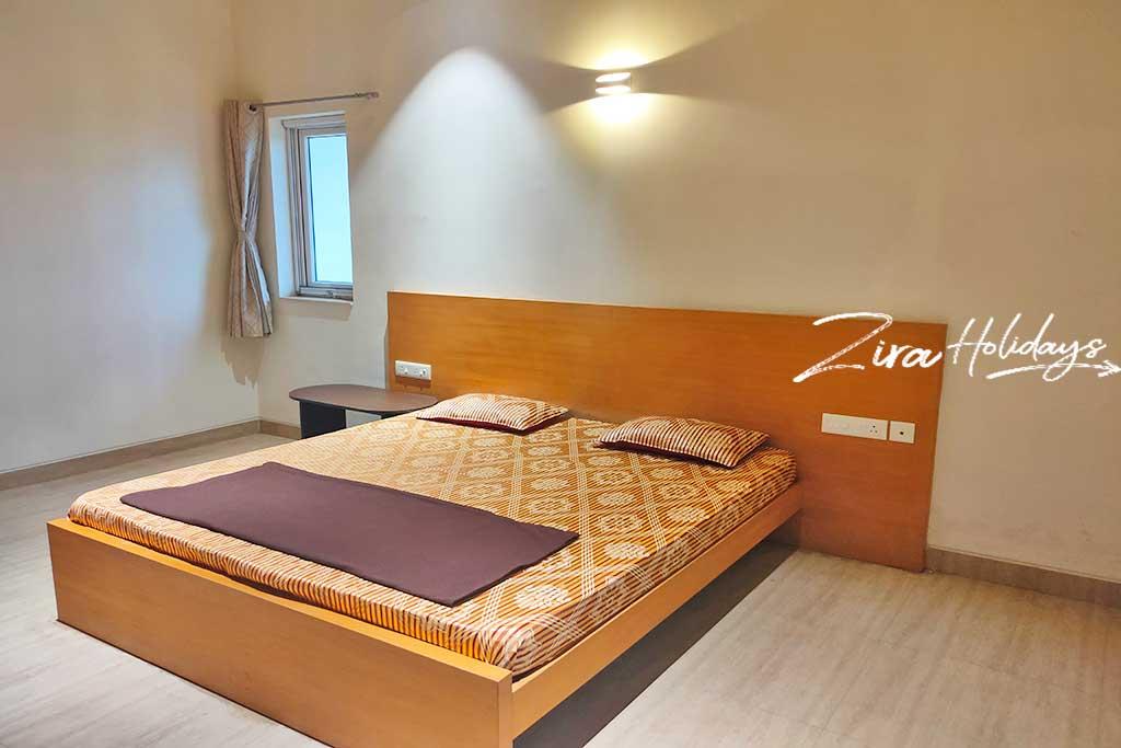 zira holidays beach villa at ecr for hire